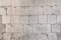 Fond gris de texture de tuile de vieux mur criqué Photos stock