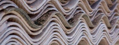Fond gris de vieille couverture de toit sur la maison privée Image libre de droits