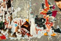 Fond grunge avec de vieilles affiches déchirées Photographie stock libre de droits