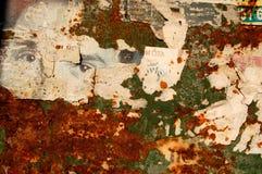 Fond grunge avec de vieilles affiches déchirées Image stock