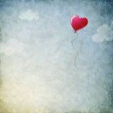 Fond grunge avec le ballon de coeur Images libres de droits