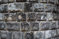Fond grunge de courbe de grand mur de briques Image stock