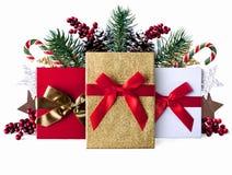 Fond grunge de décoration de Noël avec les présents scintillants Photographie stock libre de droits