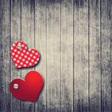 Fond grunge de valentine avec deux coeurs Images libres de droits