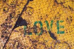 Fond grunge marqué au poncif par texte d'amour Image stock
