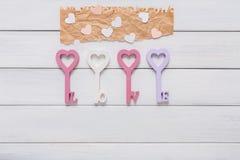 Fond heureux de jour de valentines, coeurs principaux Copiez l'espace sur le bois Images stock