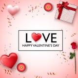 Fond heureux de jour de Valentines Coeurs roses rouges, bougies, fleur rose, présent, confettis rouges d'or et ruban Images libres de droits