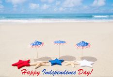 Fond heureux des Etats-Unis de Jour de la Déclaration d'Indépendance avec des étoiles et des étoiles de mer Photographie stock