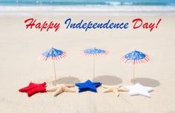 Fond heureux des Etats-Unis de Jour de la Déclaration d'Indépendance avec des étoiles et des étoiles de mer Photographie stock libre de droits