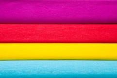 Fond horizontal coloré de papier de crêpe photo libre de droits