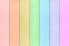 Fond horizontal texturisé en bois d'arc-en-ciel coloré Images stock