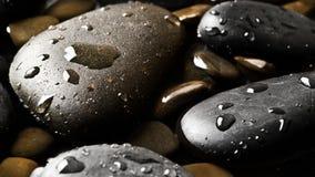 Fond humide noir de cailloux Photographie stock libre de droits