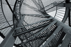 Fond industriel abstrait avec l'échelle en spirale en acier Photo stock