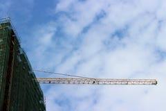 Fond industriel avec la grue photos libres de droits