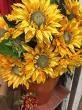 Fond jaune artificiel de sunflowesr Image libre de droits