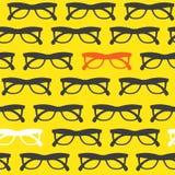 Fond jaune de lunettes de soleil Photo libre de droits