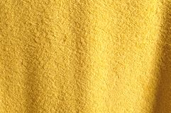 Fond jaune de serviette Image stock