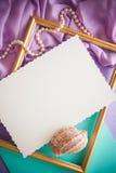 Fond lilas romantique avec l'espace de cadre, de draperie et de copie pour Photos libres de droits