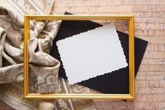 Fond lumineux avec la draperie grise et le grand espace de copie Photos libres de droits