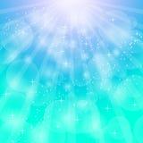 Fond lumineux bleu avec des rayons Illustration abstraite avec des faisceaux du soleil Image libre de droits