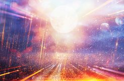 Fond lumineux de galaxie ou d'imagination Abrégez l'éclat de lumière concept magique et de mystère image stock