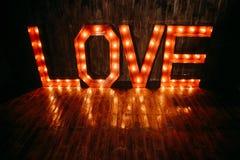 Fond lumineux de rétros lettres d'amour de symbole grand Photographie stock