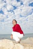 Fond mûr Relaxed d'océan de femme Image libre de droits