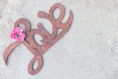Fond manuscrit en bois de béton d'amour de signe Images stock