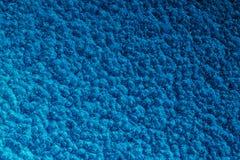 Fond martelé bleu en métal, texture métallique abstraite, feuille o photo libre de droits