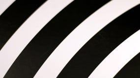 Fond moderne dans les rayures blanches et noires photos stock