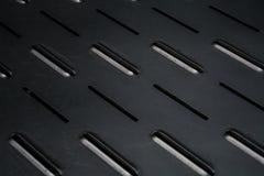 Fond monophonique gris avec la grande quantité de trous et de lignes dans une plaque de métal surface Texture image libre de droits