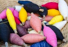 Fond multicolore de textile de fils de couture de petit pain Images libres de droits