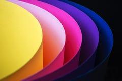 Fond multicolore ? la mode d'un carton de diff?rentes couleurs image stock