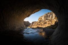 Fond naturel de paysage de sortie de caverne au passage d'Arthur, Nouvelle-Zélande photo libre de droits