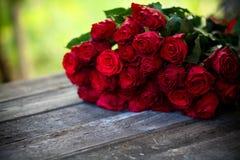 Fond naturel de roses rouges Photo stock