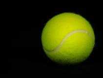 Fond noir 2 de balle de tennis Photos libres de droits