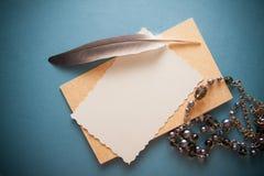 Fond nostalgique avec le papier bleu Image libre de droits