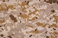 Fond numérique de texture de tissu de camouflage de désert Images stock