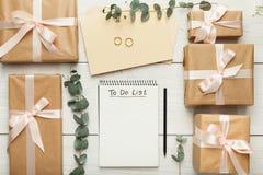 Fond nuptiale avec la liste de contrôle de planificateur photo stock