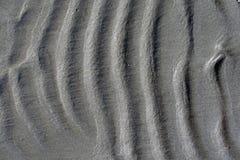 Fond onduleux de sable de plage, vagues verticales photo libre de droits