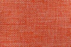 Fond orange lumineux de textile avec le modèle à carreaux, plan rapproché Structure du macro de tissu Photographie stock