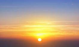 Fond orange scénique de ciel de coucher du soleil Image stock