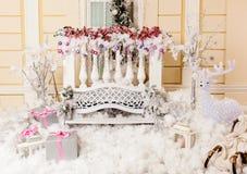 Fond pour des contes de Noël, composition en Noël avec des présents, renne Image stock