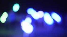 Fond pour l'inscription, le feu abstrait, lumières colorées brouillées sur le fond noir, déplacement des lumières colorées, clips vidéos