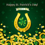 Fond pour le jour de St Patricks avec les pièces de monnaie en fer à cheval et d'or Photographie stock libre de droits