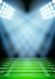 Fond pour le stade de football de nuit d'affiches dedans Photos libres de droits