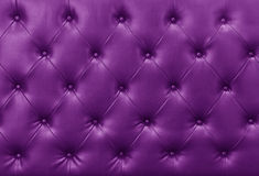 Fond pourpre de cuir de sofa Photo libre de droits