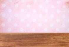 Fond rose avec le cadre grunge Image libre de droits