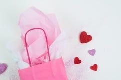 Fond rose de sac de cadeau Photos libres de droits