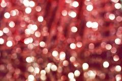 Fond rouge avec les lumières defocused d'étincelle image stock